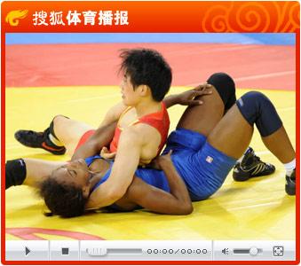 视频:吉田沙保里胜许莉 卫冕女子摔跤55公斤决赛冠军