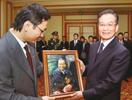 留学生赠总理油画《依偎》