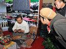 西藏展览吸引大量观众