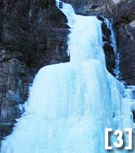 盛夏避暑何处去 双龙峡内探巨冰