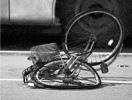自行车被撞得变形