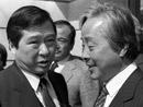 1985年3月25日,反对派领导人金大中与金泳三在汉城会面